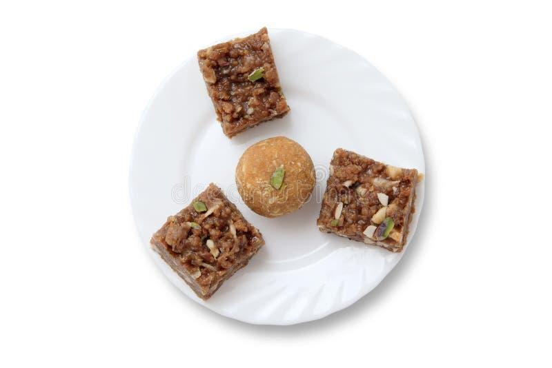 Ινδικά γλυκά σε ένα πιάτο στοκ εικόνα