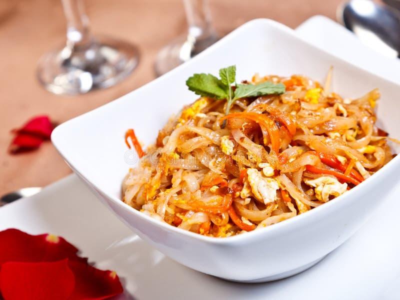 Ινδικά δευτερεύοντα τρόφιμα διαταγής - ταϊλανδικό gung Phad στοκ εικόνες