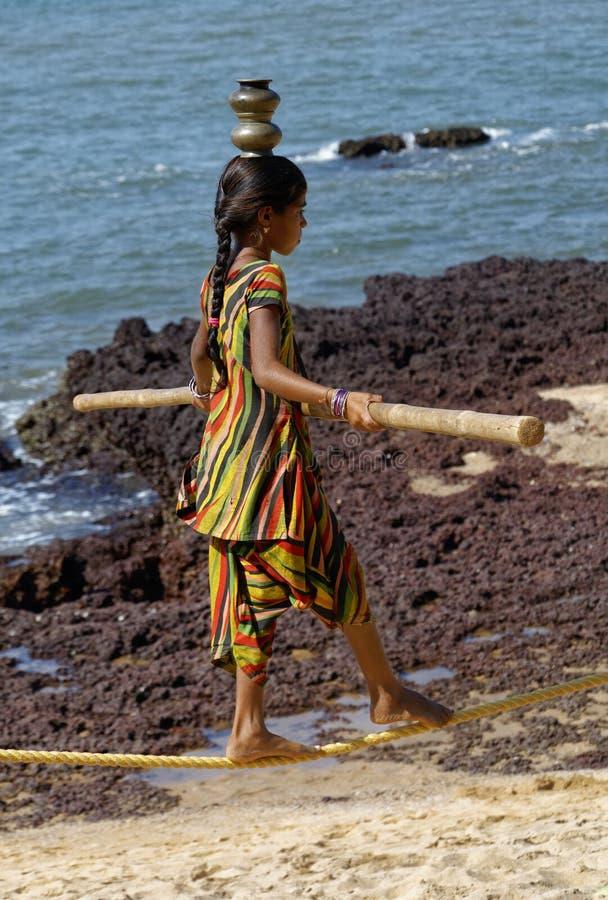 Ινδικός περιπατητής σχοινιών σχοινοβασίας στοκ εικόνες