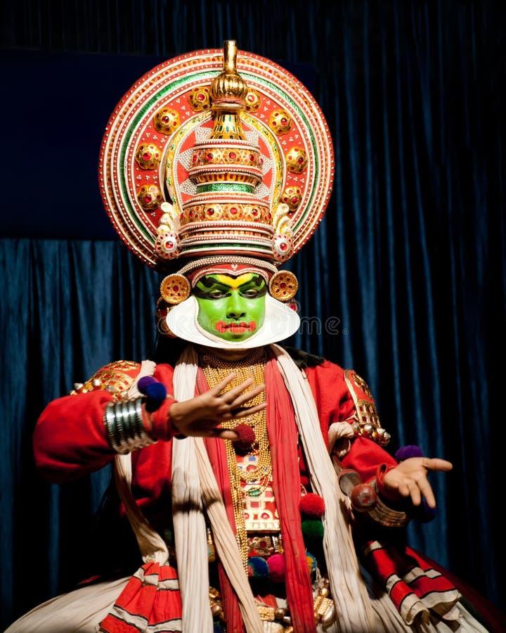 Ινδικός δράστης που εκτελεί τον παραδοσιακό χορό Kathakali Ινδία, Κεράλα στοκ φωτογραφία με δικαίωμα ελεύθερης χρήσης
