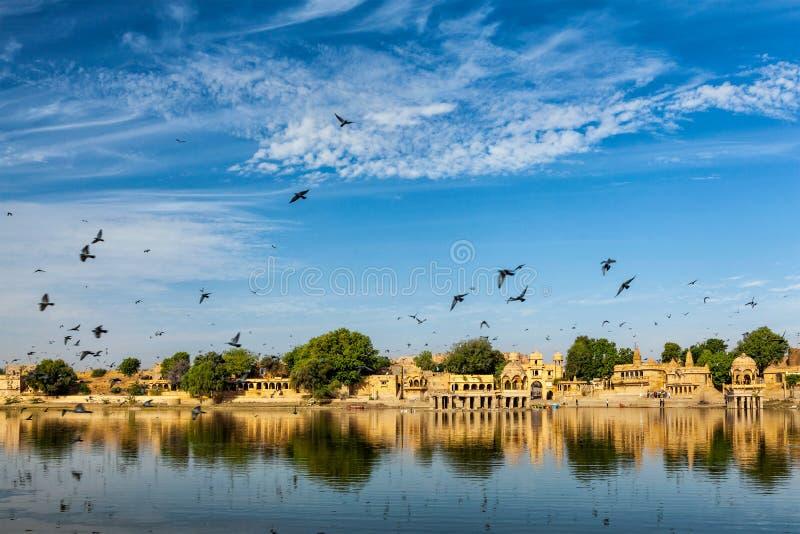 Ινδικό ορόσημο Gadi Sagar στο Rajasthan στοκ φωτογραφία