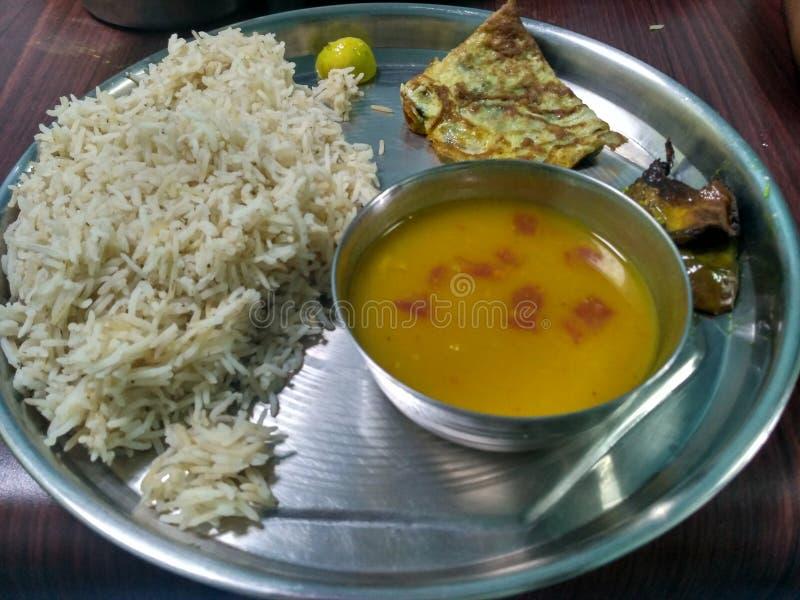 Ινδικό ρύζι τροφίμων με την ομελέτα στοκ φωτογραφίες