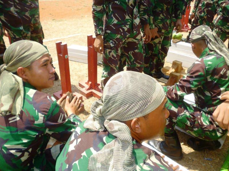 Ινδονησιακή έλξη στρατιωτών στοκ εικόνα με δικαίωμα ελεύθερης χρήσης