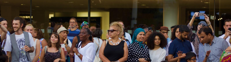 21 Ιουλίου 2018 - Λονδίνο, Ηνωμένο Βασίλειο: Ακροατήριο στο φεστιβάλ μουσικής της Αφρικής ουτοπία σε Southbank του Λονδίνου στοκ εικόνα