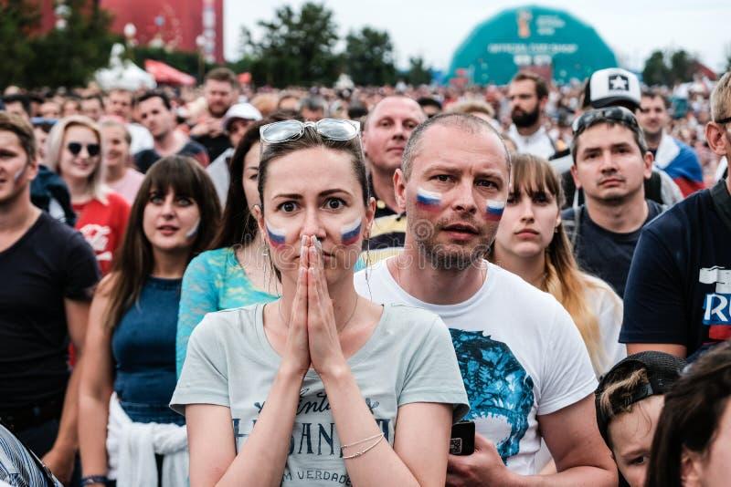 1 Ιουλίου 2018, Μόσχα, Ρωσία Ρωσικοί υποστηρικτές κοριτσιών celebrat στοκ εικόνες