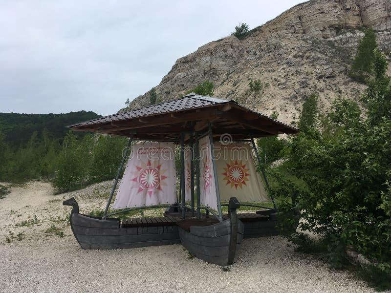 11 Ιουνίου 2017, Shiryaevo, περιοχή της Samara, της Ρωσίας - ένα μνημείο των ξύλινων σκαφών στοκ εικόνες