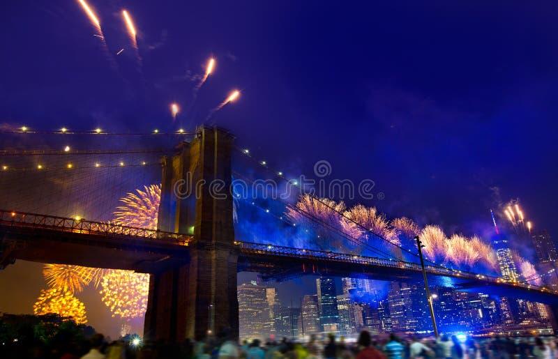 4 Ιουλίου 2014 γέφυρα του Μπρούκλιν Μανχάταν πυροτεχνημάτων στοκ φωτογραφία