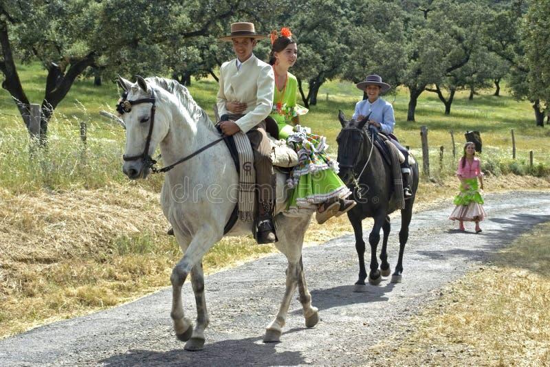 Ιππασία, αγροτικό τοπίο, παραδοσιακό κοστούμι στοκ εικόνες