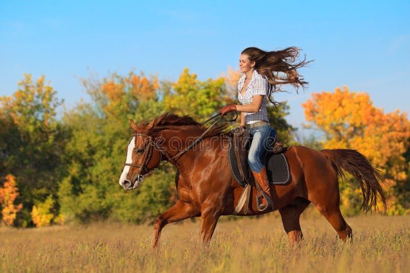 ιππασία κοριτσιών στοκ φωτογραφίες με δικαίωμα ελεύθερης χρήσης