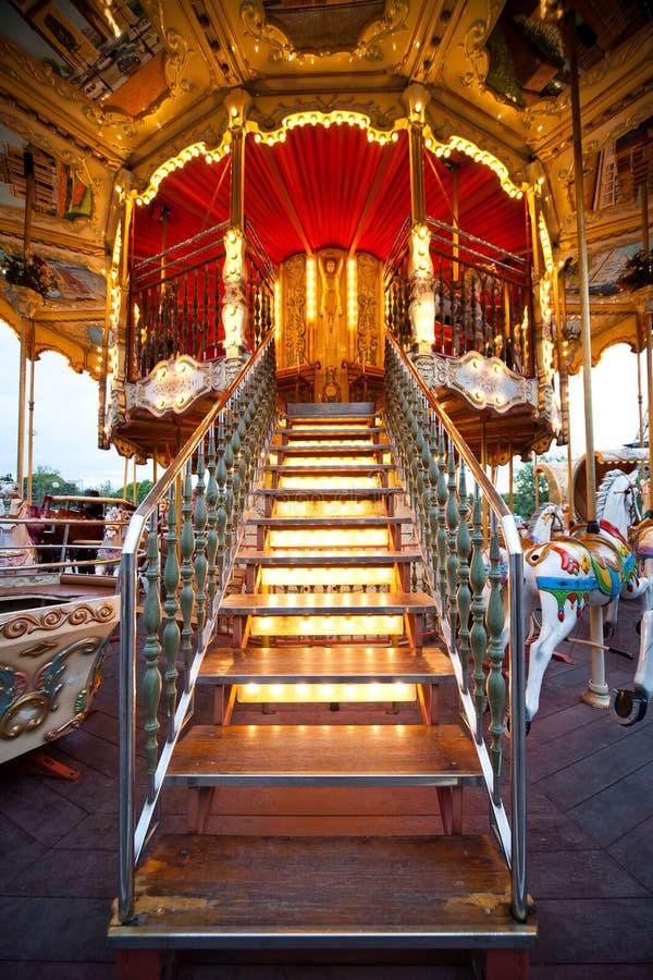 Download ιπποδρόμιο ζωηρόχρωμο Παρί&s Στοκ Εικόνες - εικόνα από χαρά, σκαλοπάτια: 22784668