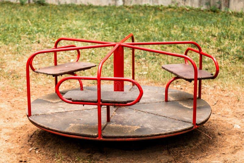 Ιπποδρόμιο παιδιών ` s στο πάρκο στοκ εικόνα με δικαίωμα ελεύθερης χρήσης