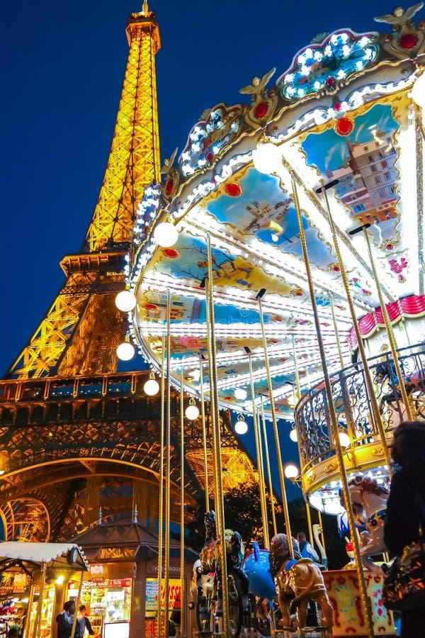 Ιπποδρόμιο και ο πύργος Παρίσι Γαλλία του Άιφελ με το φως νύχτας στοκ φωτογραφία με δικαίωμα ελεύθερης χρήσης