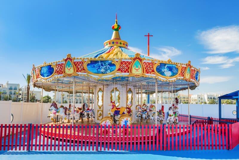 Ιπποδρόμιο παιδιών για την ψυχαγωγία και τη διασκέδαση στοκ εικόνες