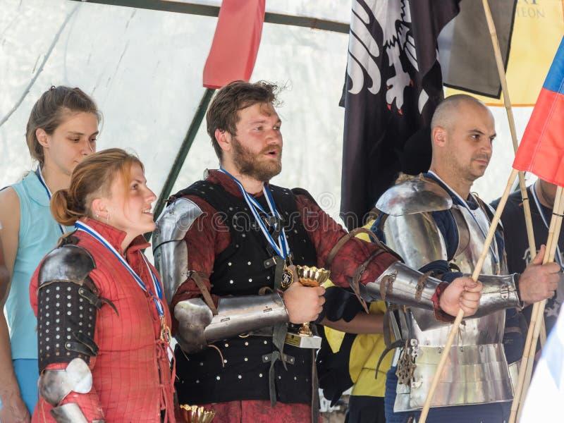 Ιππότες - οι νικητές των πρωταθλημάτων τραγουδούν τον ύμνο της χώρας τους στους ιππότες φεστιβάλ ` της Ιερουσαλήμ ` στην Ιερουσαλ στοκ εικόνα