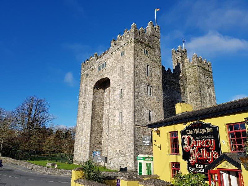 Ιρλανδία - 30 Νοεμβρίου 2017: Όμορφη άποψη της Ιρλανδίας ` s το διασημότερο Castle και του ιρλανδικού μπαρ στη κομητεία Clare στοκ εικόνα με δικαίωμα ελεύθερης χρήσης