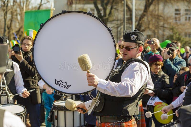 Ιρλανδική ζώνη τυμπάνων κατά τη διάρκεια της παρέλασης ημέρας του ST Πάτρικ στοκ φωτογραφία με δικαίωμα ελεύθερης χρήσης
