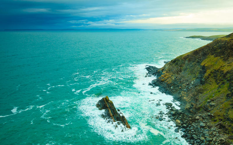ιρλανδικό τοπίο Τοπίο ακτών του Ατλαντικού Ωκεανού ακτών στοκ φωτογραφία