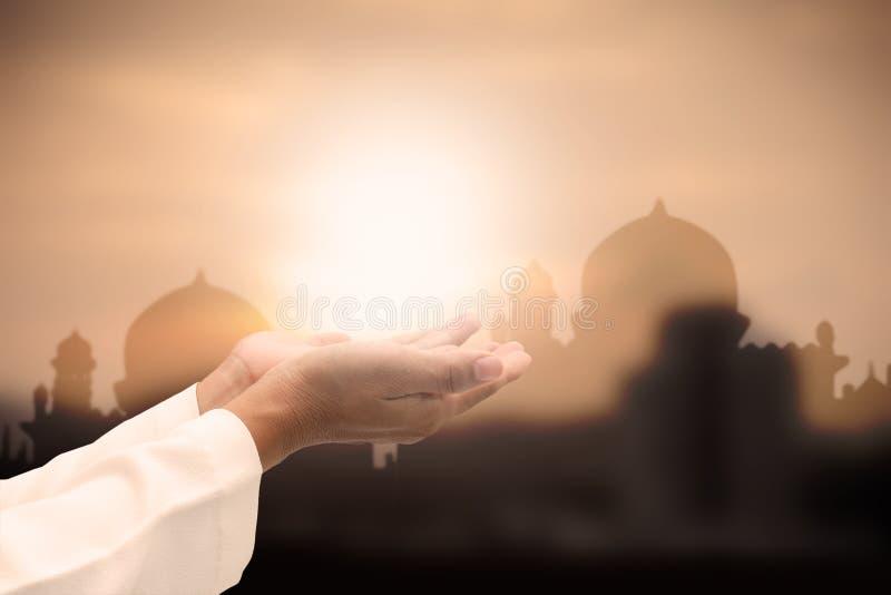 ισλαμική επίκληση στο ηλιοβασίλεμα στοκ εικόνες με δικαίωμα ελεύθερης χρήσης