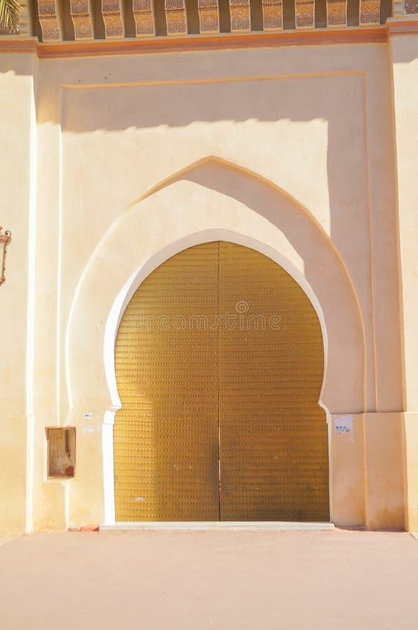 Ισλαμική πόρτα μουσουλμανικών τεμενών σχεδίου για το υπόβαθρο χαιρετισμού στοκ εικόνα με δικαίωμα ελεύθερης χρήσης