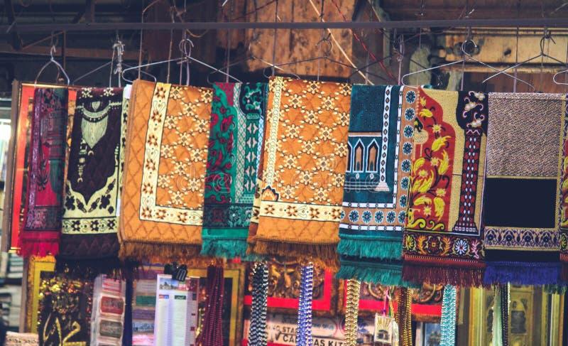 Ισλαμικό κατάστημα κουβερτών προσευχής στοκ εικόνα με δικαίωμα ελεύθερης χρήσης