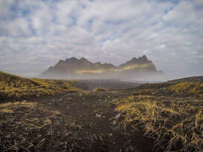 Ισλανδία - όμορφη σειρά βουνών στοκ φωτογραφία