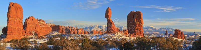 Ισορροπημένο χειμερινό πανόραμα βράχου στοκ φωτογραφία