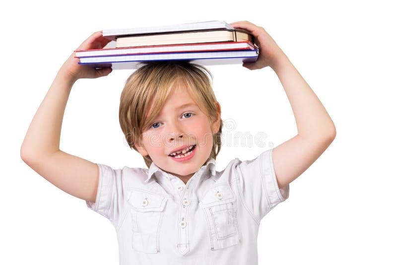 Ισορροπώντας βιβλία σπουδαστών στο κεφάλι του στοκ εικόνες με δικαίωμα ελεύθερης χρήσης