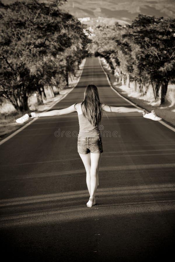 ισορροπώντας barefeet γυναίκα στοκ φωτογραφία με δικαίωμα ελεύθερης χρήσης