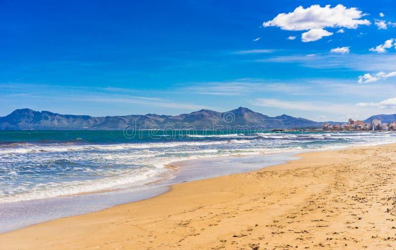 Ισπανία Majorca, όμορφο τοπίο παραλιών στην παραλία Alcudia στοκ φωτογραφίες με δικαίωμα ελεύθερης χρήσης