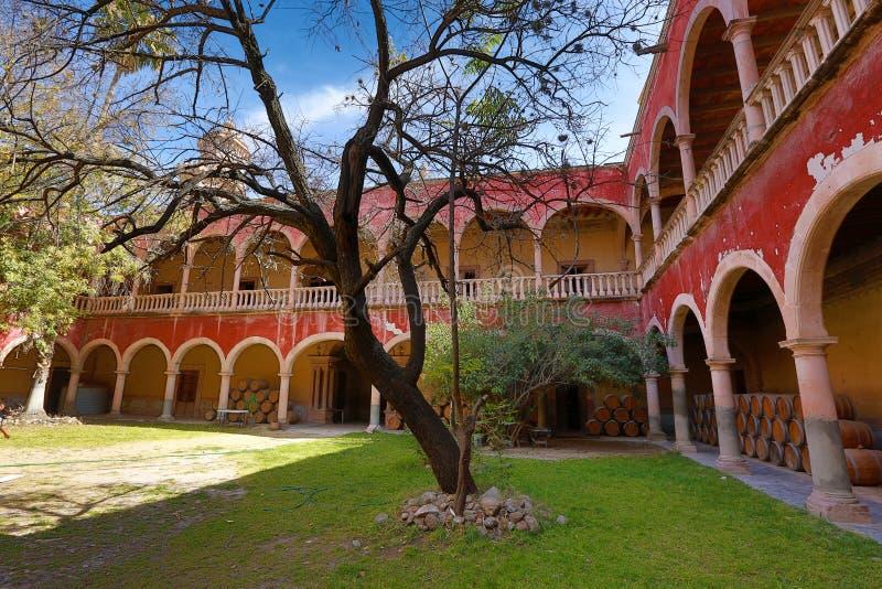 Ισπανικές αψίδες στο jaral hacienda de berrio στοκ εικόνα