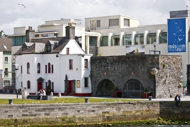 Ισπανική αψίδα κοντά στον ποταμό Corrib, Galway πόλη, κομητεία Galway στοκ φωτογραφίες