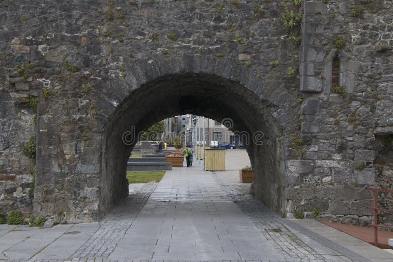 Ισπανική αψίδα κοντά στον ποταμό Corrib, Galway πόλη, κομητεία Galway στοκ φωτογραφία με δικαίωμα ελεύθερης χρήσης