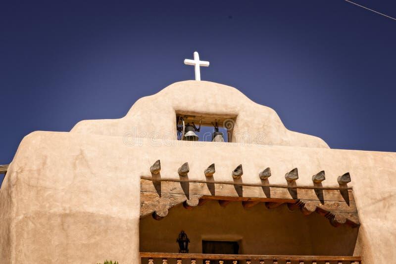 Ισπανική εκκλησία στο παλαιό Νέο Μεξικό στοκ φωτογραφία