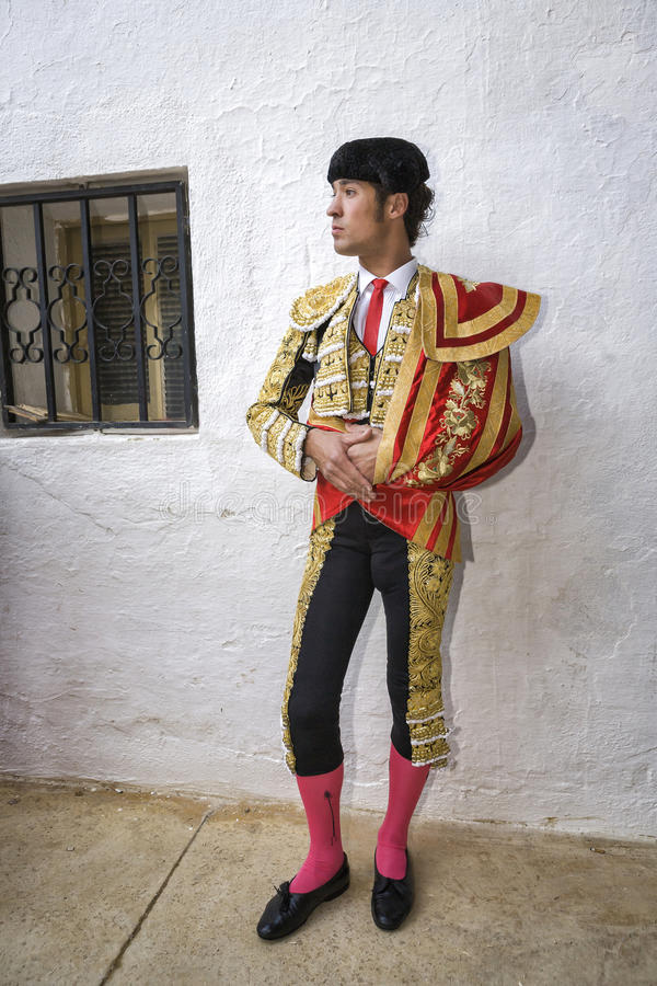 Ισπανικός ταυρομάχος Cesar Jimenez στην αλέα που περιμένει στο PA στοκ φωτογραφία με δικαίωμα ελεύθερης χρήσης