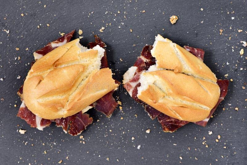 Ισπανικό σάντουιτς ζαμπόν serrano στοκ φωτογραφίες