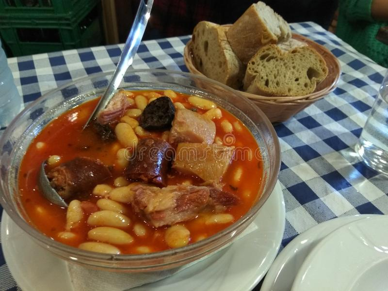 Ισπανικό stew από το βόρειο τμήμα της Ισπανίας στοκ εικόνες