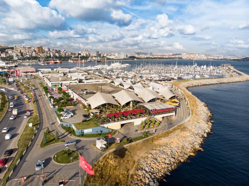 Ιστανμπούλ, Τουρκία - 23 Φεβρουαρίου 2018: Εναέρια άποψη κηφήνων της παραλίας της Ιστανμπούλ μαρινών Pendik/του Marin Τούρκος στοκ φωτογραφίες με δικαίωμα ελεύθερης χρήσης