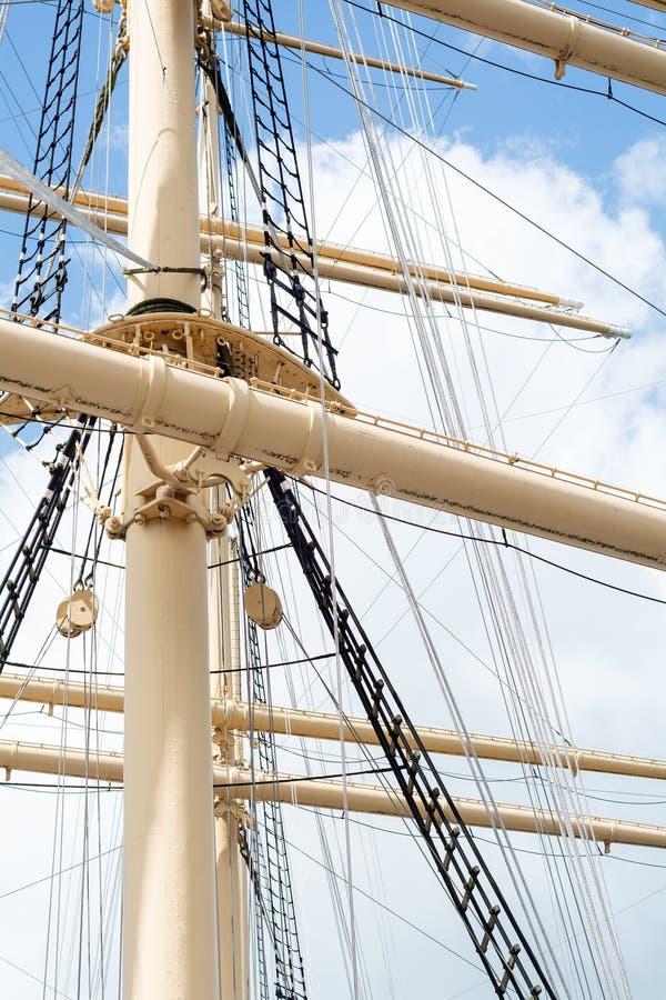 Ιστοί και ξάρτια ενός ιστορικού ψηλού σκάφους στοκ εικόνα