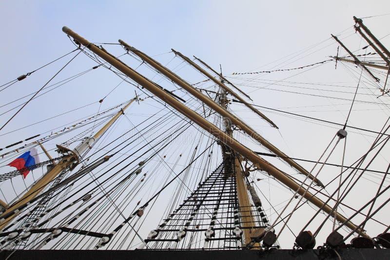 Ιστοί και ξάρτια του ρωσικού πλέοντας σκάφους στοκ εικόνες