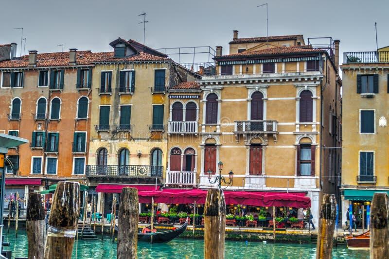Ιστορικά κτήρια από το παγκοσμίως διάσημο μεγάλο κανάλι της Βενετίας στοκ φωτογραφίες με δικαίωμα ελεύθερης χρήσης