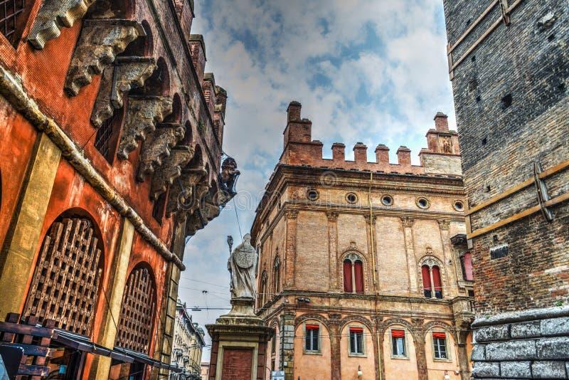 Ιστορικά κτήρια στη στο κέντρο της πόλης Μπολόνια στοκ φωτογραφία με δικαίωμα ελεύθερης χρήσης