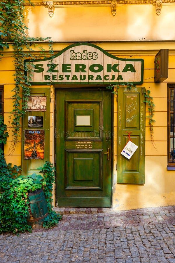 Ιστορικές κατοικίες και υπαίθρια εστιατόρια στην παλαιά πόλη στο Lublin, Πολωνία στοκ εικόνα με δικαίωμα ελεύθερης χρήσης