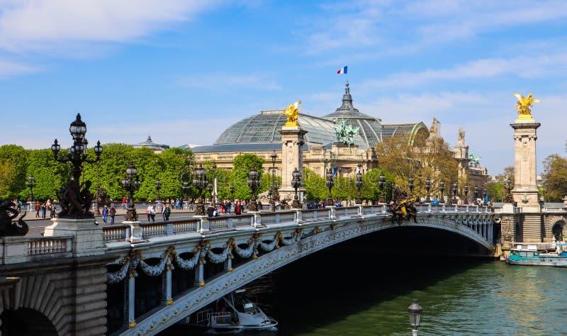 Ιστορική γέφυρα Pont Alexandre ΙΙΙ πέρα από τον ποταμό Σηκουάνας στο Παρίσι Γαλλία στοκ εικόνες