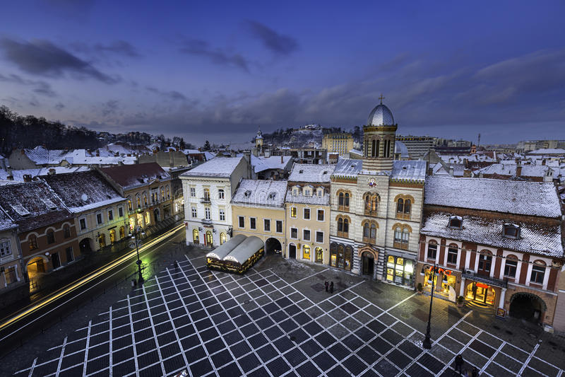 Ιστορική μεσαιωνική πόλη Brasov, Τρανσυλβανία, Ρουμανία, το χειμώνα 6 Δεκεμβρίου 2015 στοκ εικόνα με δικαίωμα ελεύθερης χρήσης
