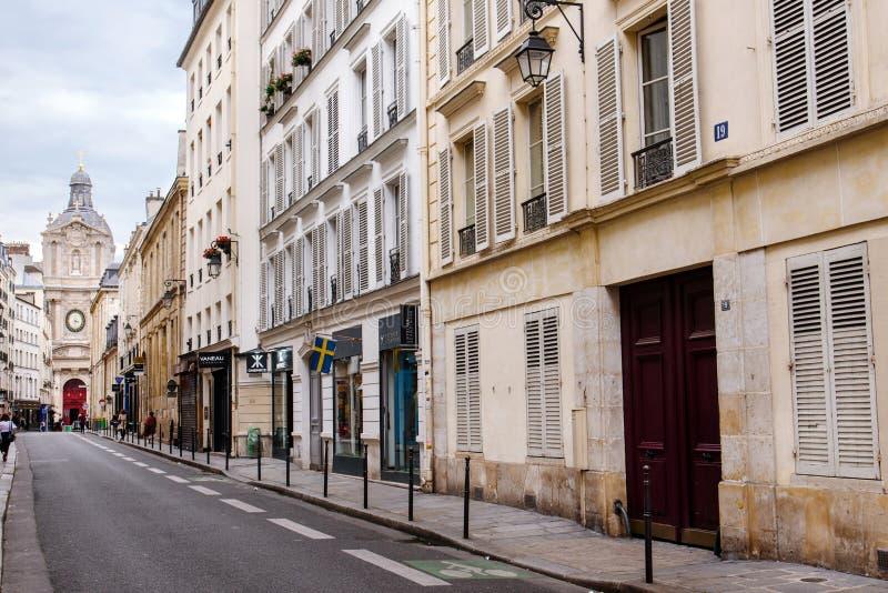 Ιστορική οδός περιοχής Marais στο Παρίσι στοκ φωτογραφία με δικαίωμα ελεύθερης χρήσης