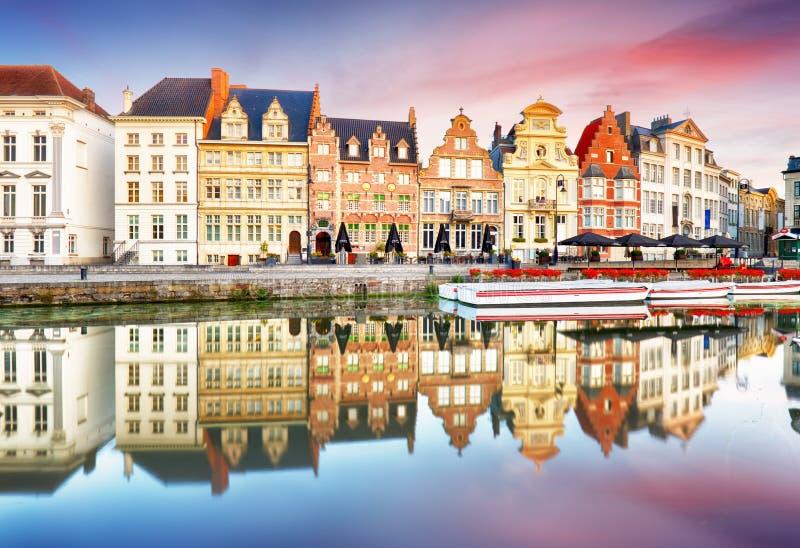 Ιστορική πόλη Γάνδη του Βελγίου στο ηλιοβασίλεμα στοκ εικόνες