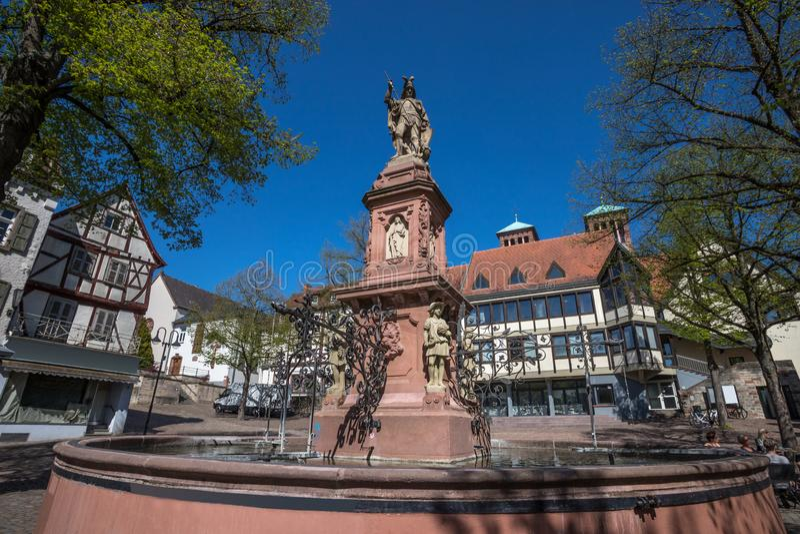 Ιστορική πόλη bensheim στο hesse Γερμανία με whine τους αμπελώνες στοκ εικόνα