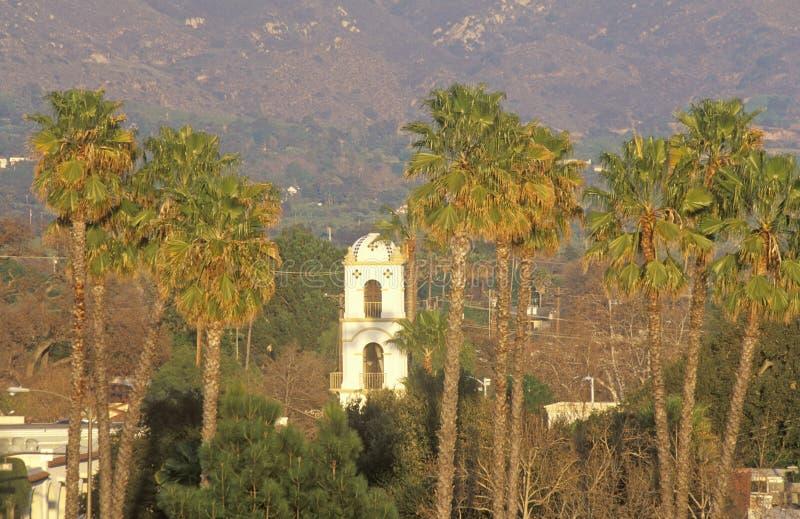 Ιστορικοί ταχυδρομείο και φοίνικες σε Ojai, Καλιφόρνια στοκ φωτογραφία με δικαίωμα ελεύθερης χρήσης