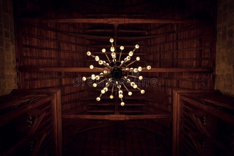 Ιστορικός παλαιός πολυέλαιος στοκ φωτογραφία με δικαίωμα ελεύθερης χρήσης