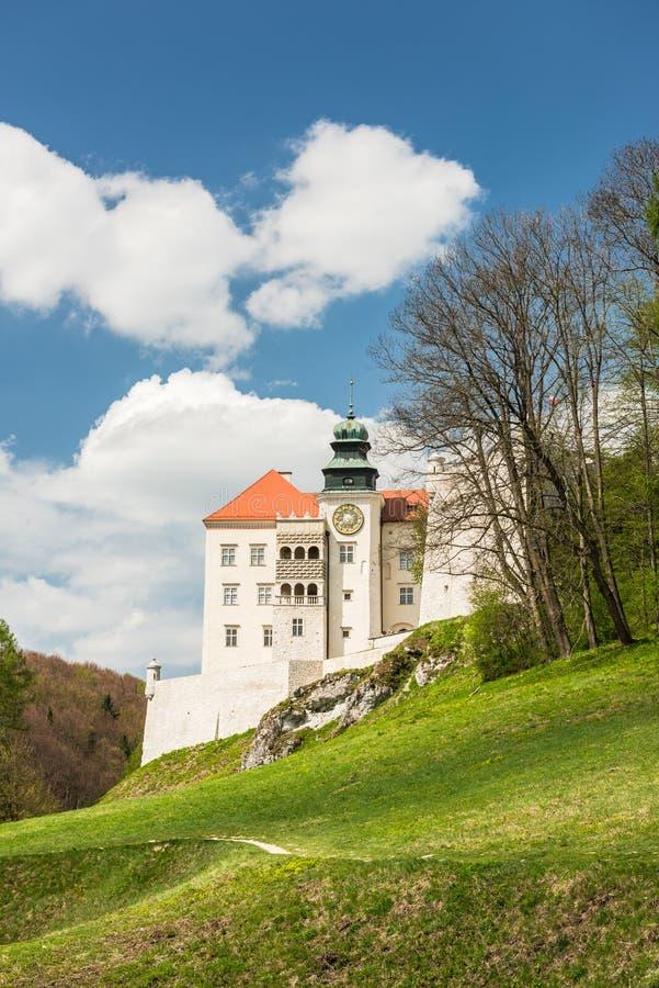 Ιστορικό κάστρο Pieskowa Skala στο πάρκο Ojcow κοντά στην Κρακοβία στην Πολωνία στοκ φωτογραφία